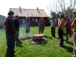 Autour du feu de la communauté de l'Arche de la Borie